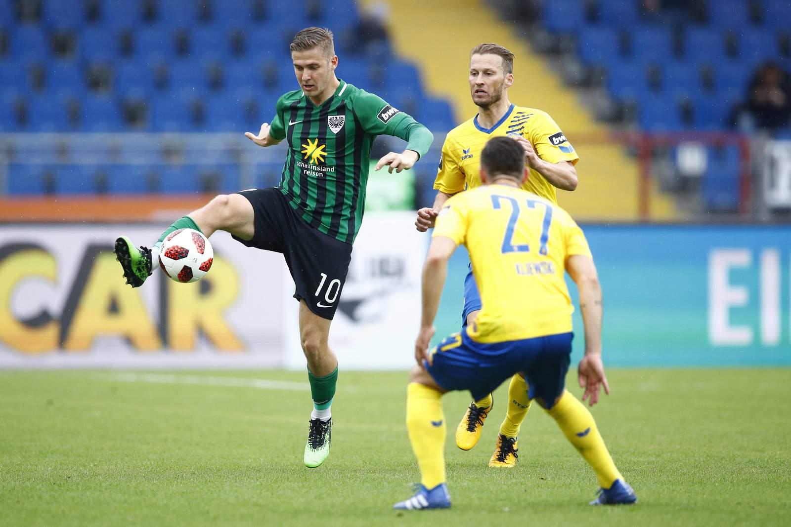 Martin Kobylanski (l.) gegen Niko Kijewski.