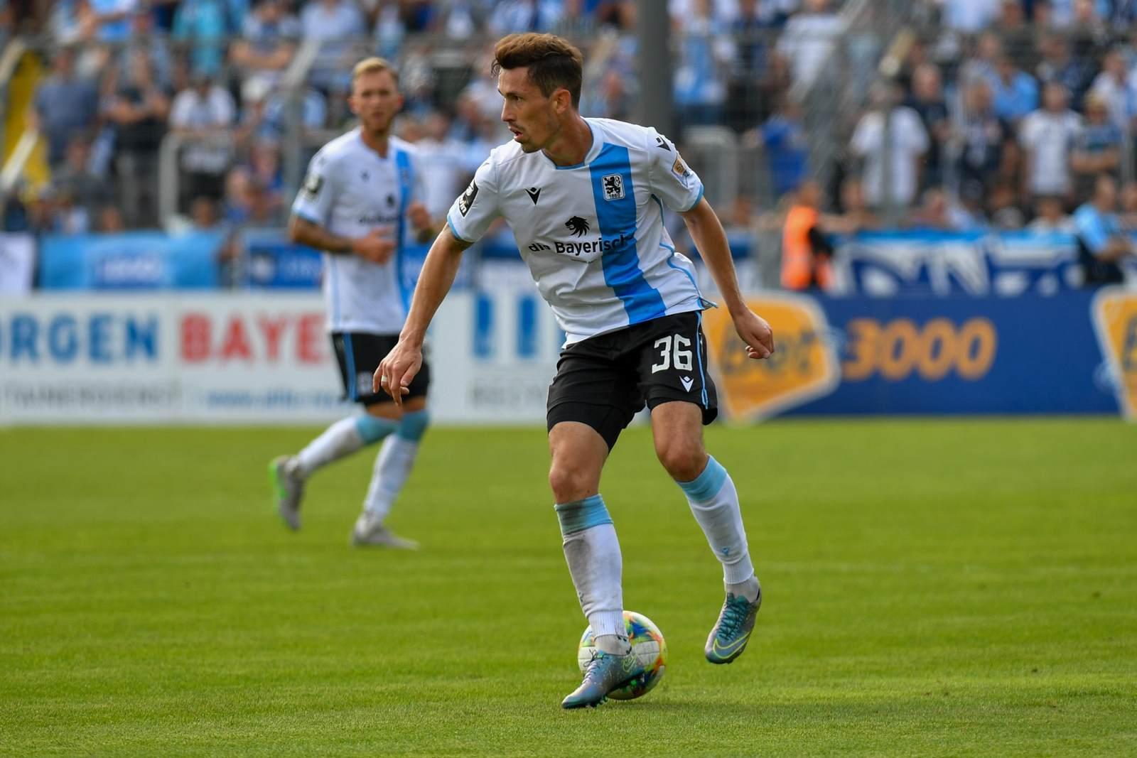 Phillipp Steinhart am Ball für den TSV 1860 München