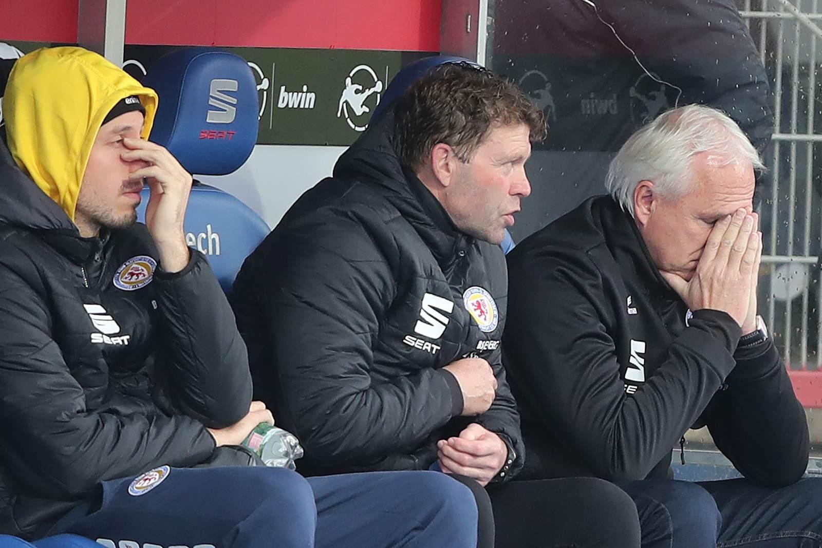Ein Blick auf die Ersatzbank von Eintracht Braunschweig