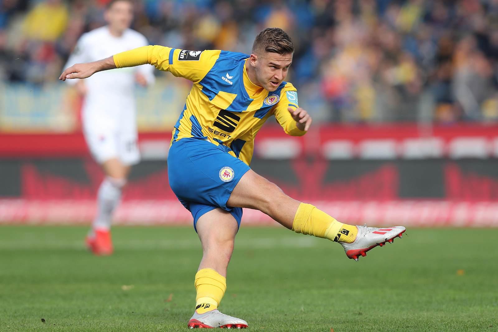 Martin Kobylanski am Ball für Eintracht Braunschweig