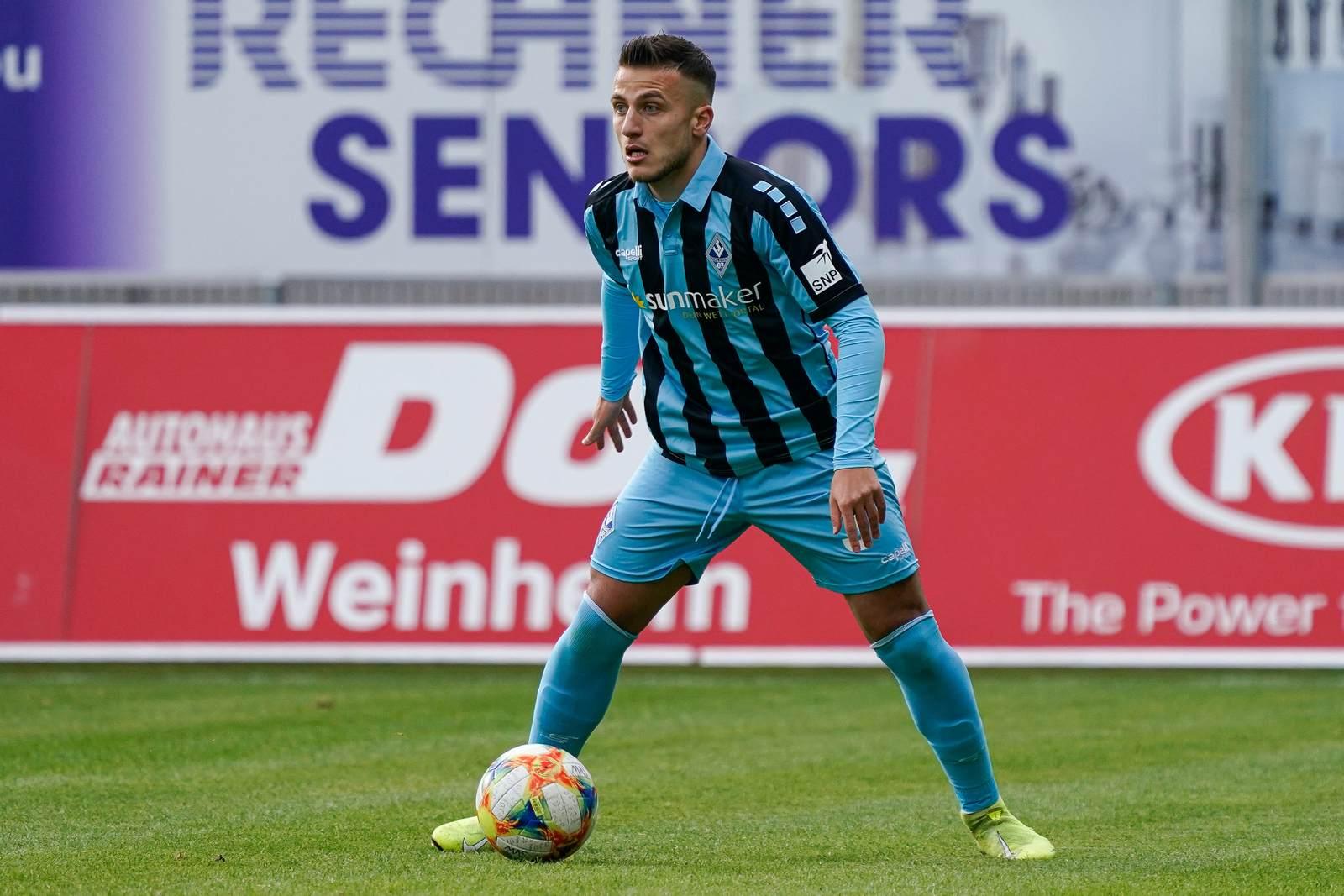 Mete Celik am Ball für den SV Waldhof Mannheim