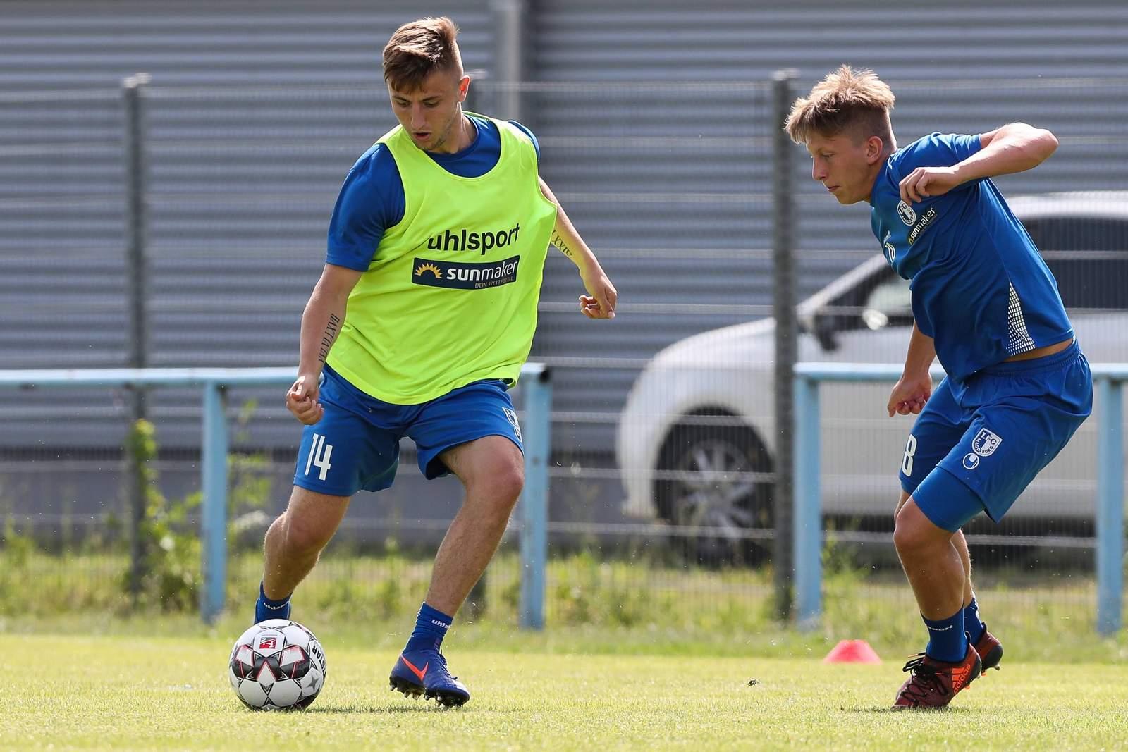 Anton Kanther und Marvin Temp im Training des 1. FC Magdeburg