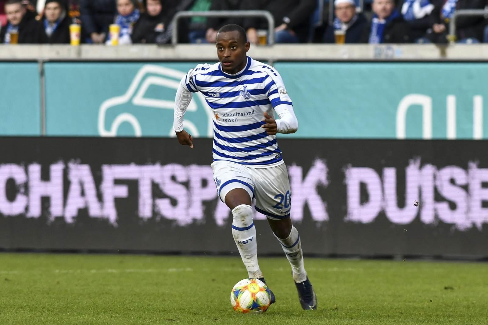 Leroy Jaques Mickels am Ball für den MSV Duisburg