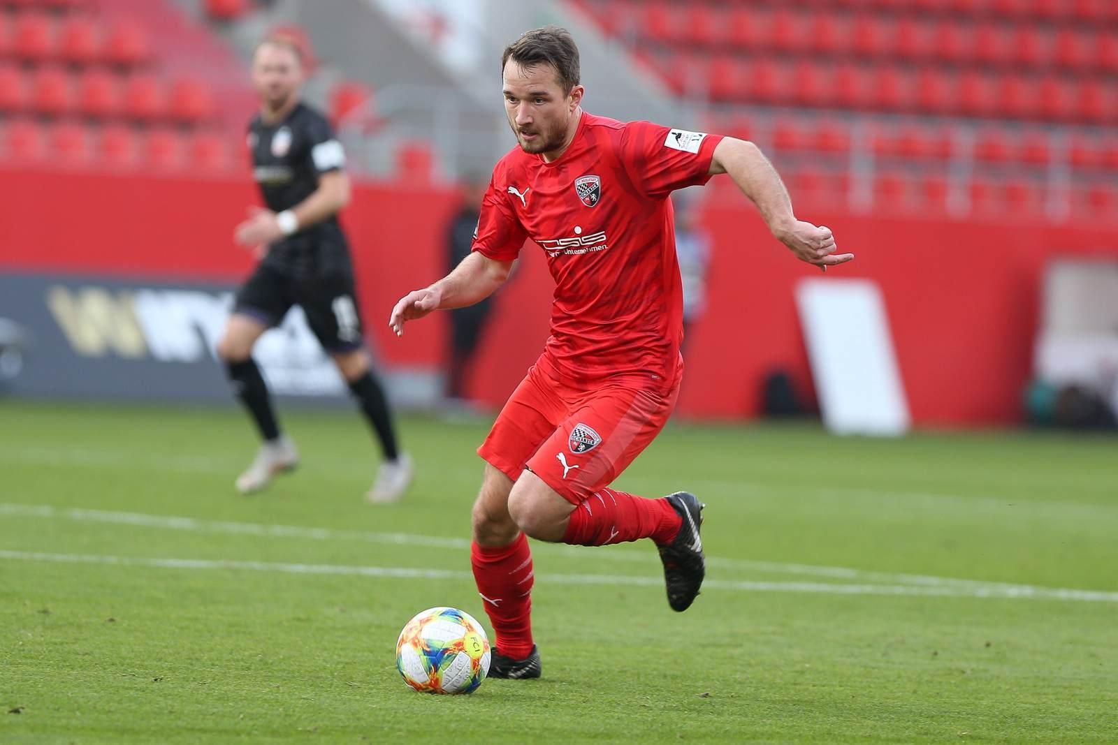 Peter Kurzweg am Ball für den FC Ingolstadt