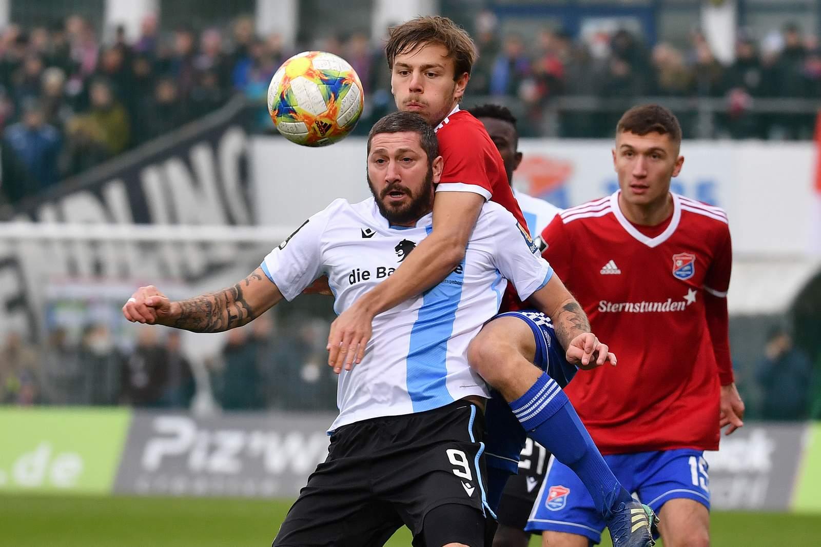 Sascha Mölders (v.) im Derby gegen Unterhaching.