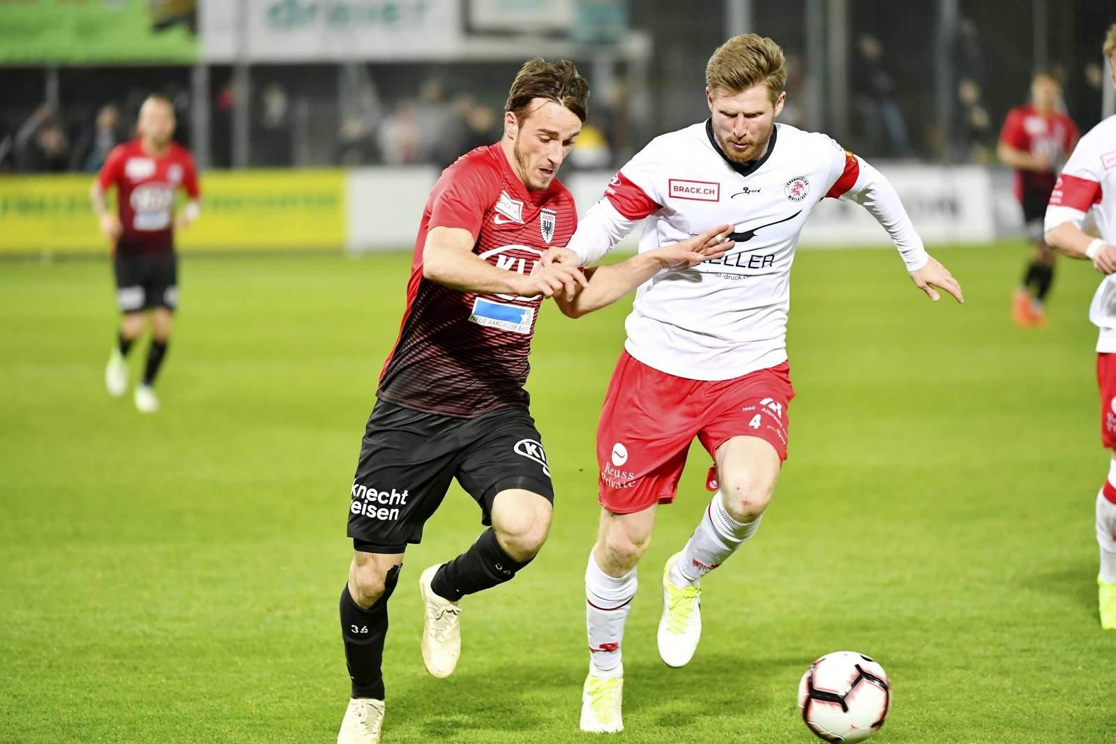Sead Hajrovic von Winterthur gegen Varol Tasar vom FC Aarau