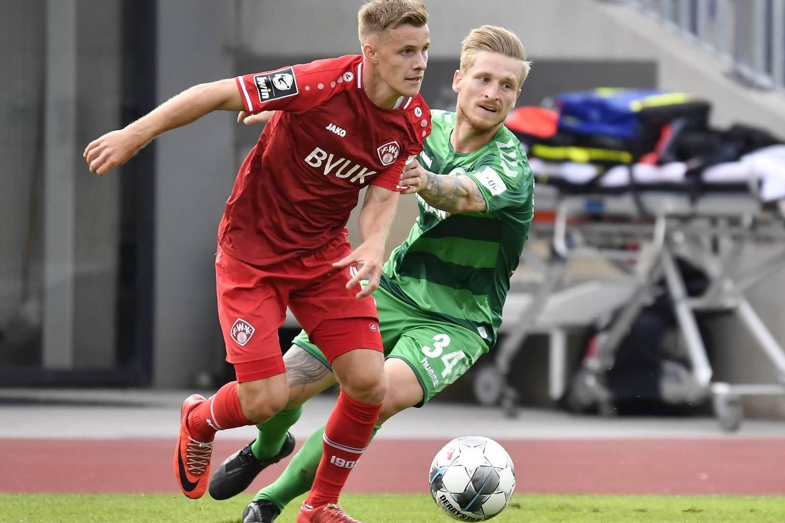 Leonard Langhans am Ball für Würzburg