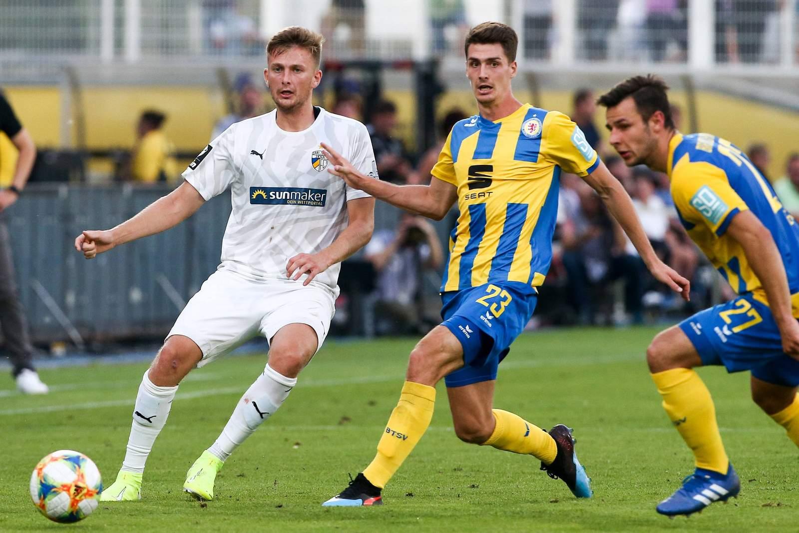 Ole Käuper von Jena gegen Danilo Wiebe von Braunschweig.