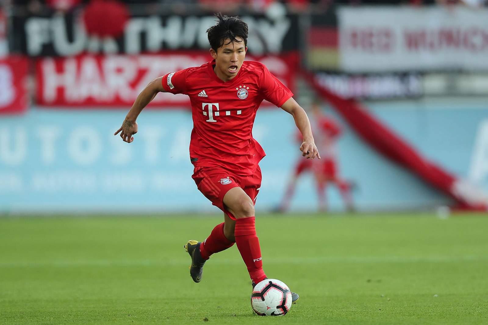 Woo-yeong jeong im FCB-Dress.