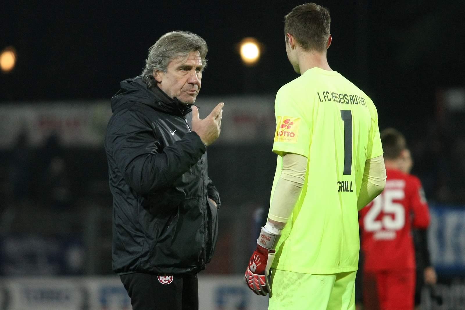Gerry Ehrmann vom FCK mit Lennart Grill
