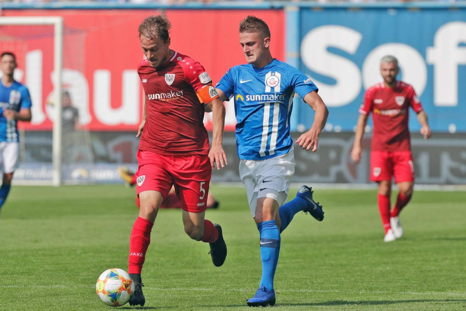 Julian Schuaerte von Preußen Münster gegen Nico Neidhardt von Hansa Rostock