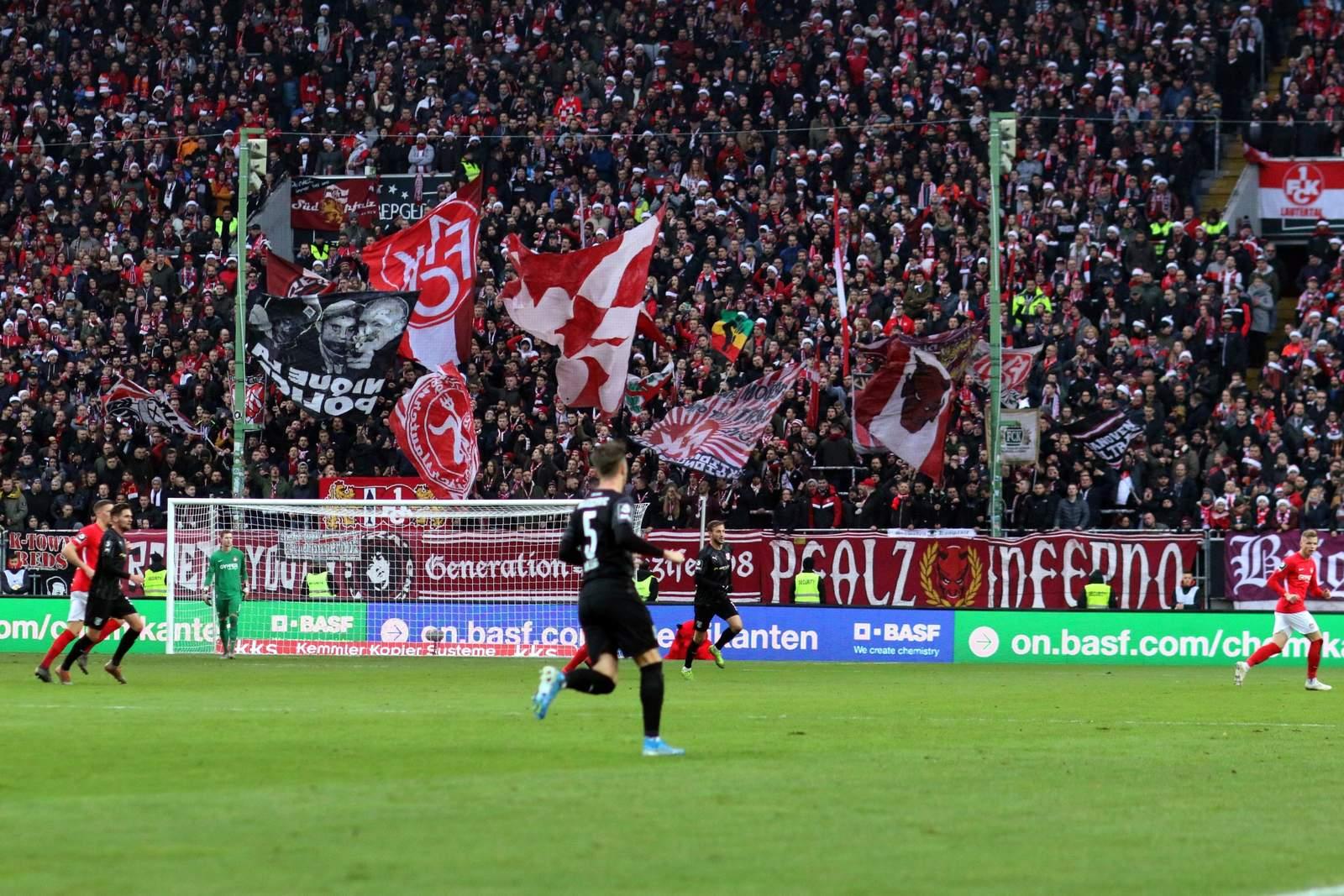Die FCK-Fans gegen Halle.