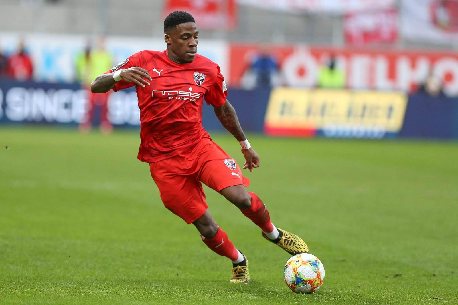 Frederic Ananou am Ball für den FC Ingolstadt
