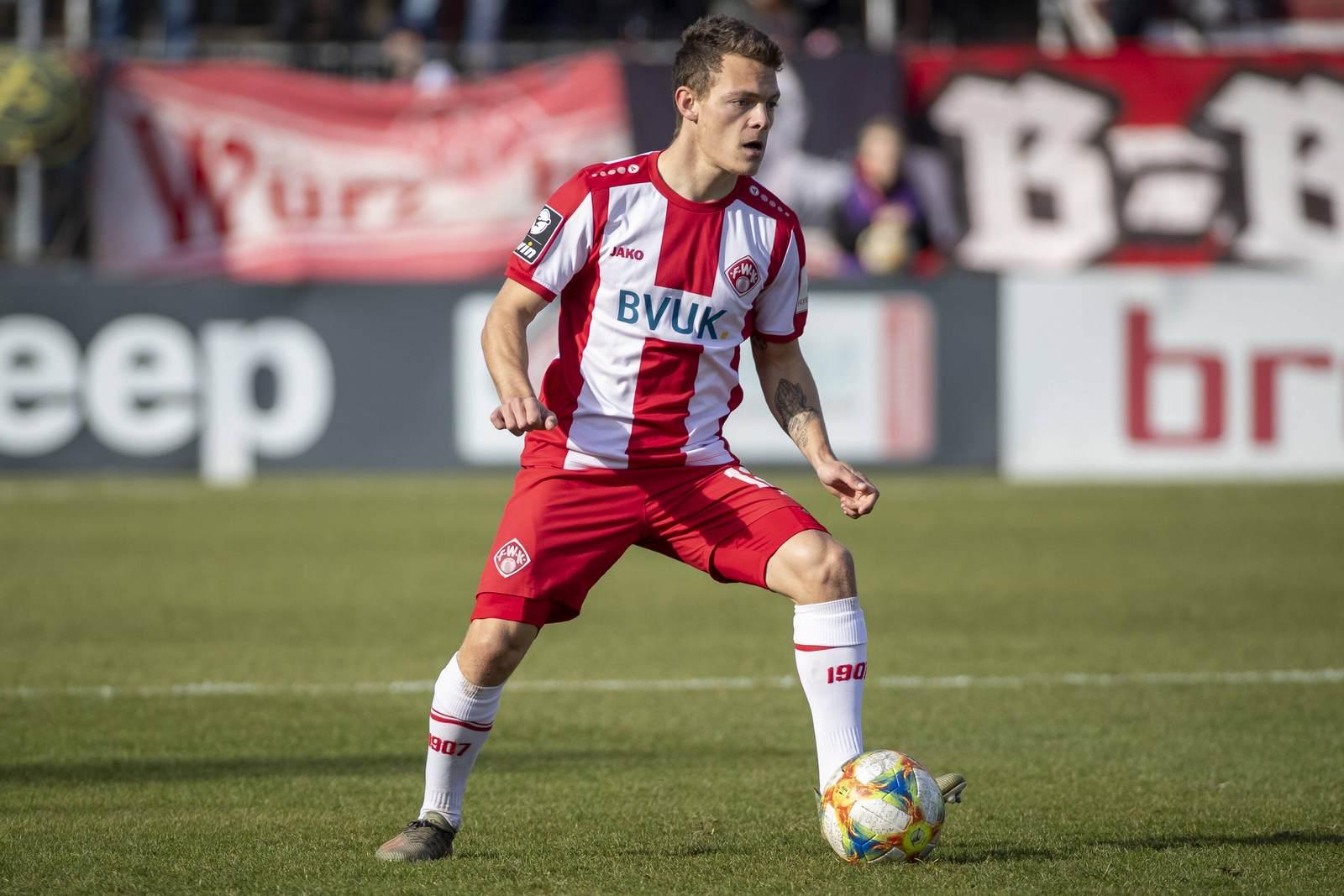 Patrick Sontheimer am Ball für die Würzburger Kickers