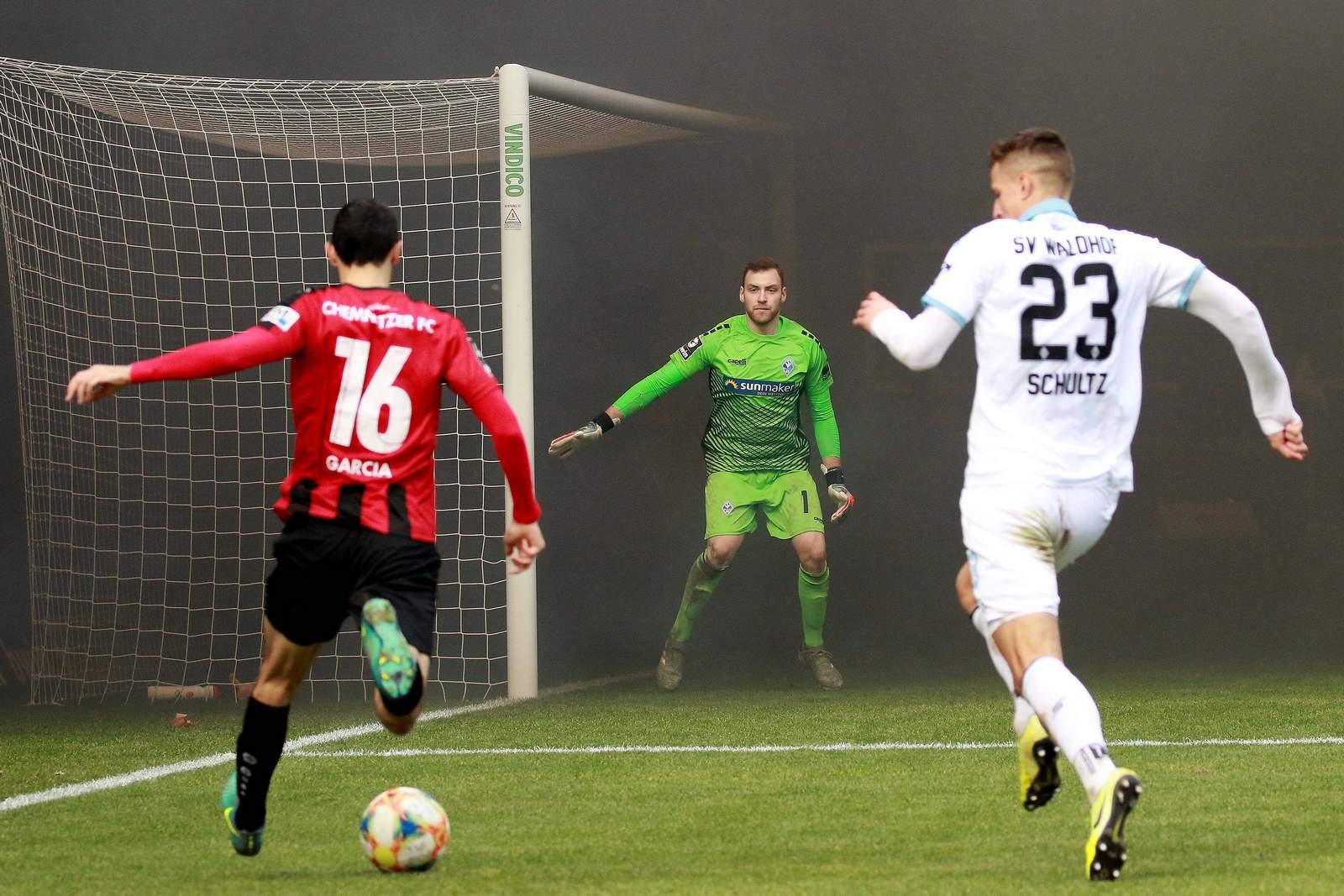 Rauch im Spiel Mannheim gegen Chemnitz.