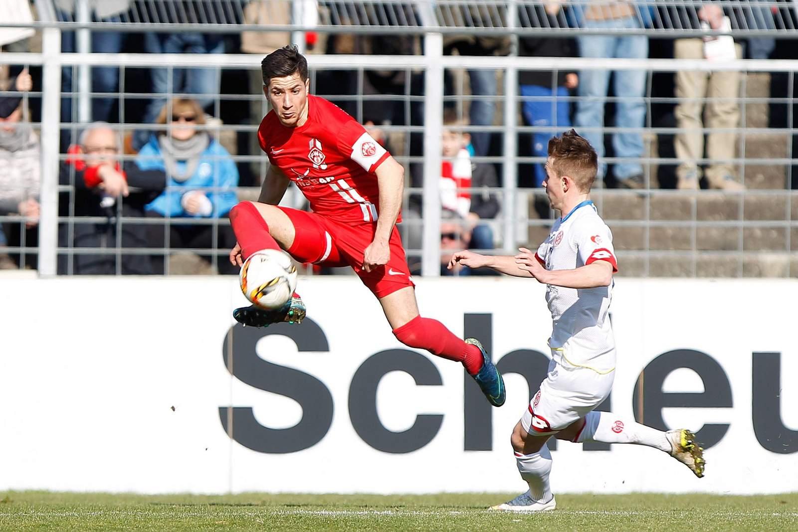 Amir Shapourzadeh (l.) gegen Malte Moos von Mainz II.