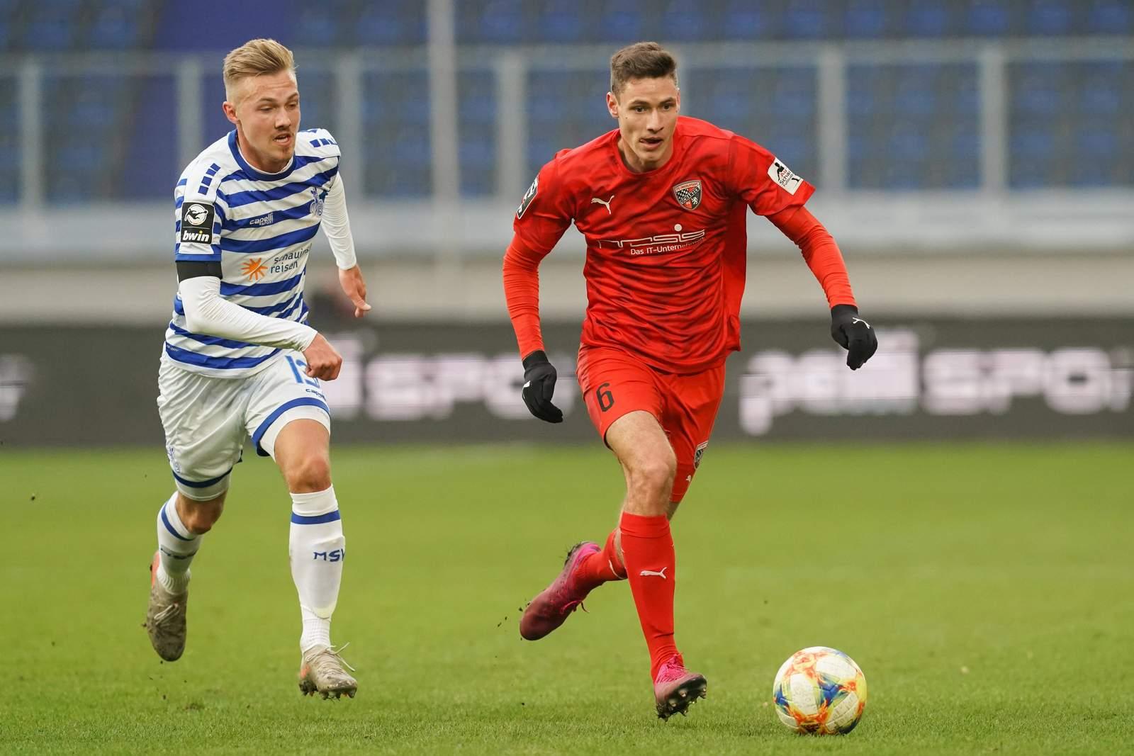 Maxi Thalhammer vom FC Ingolstadt im Spiel gegen Duisburg