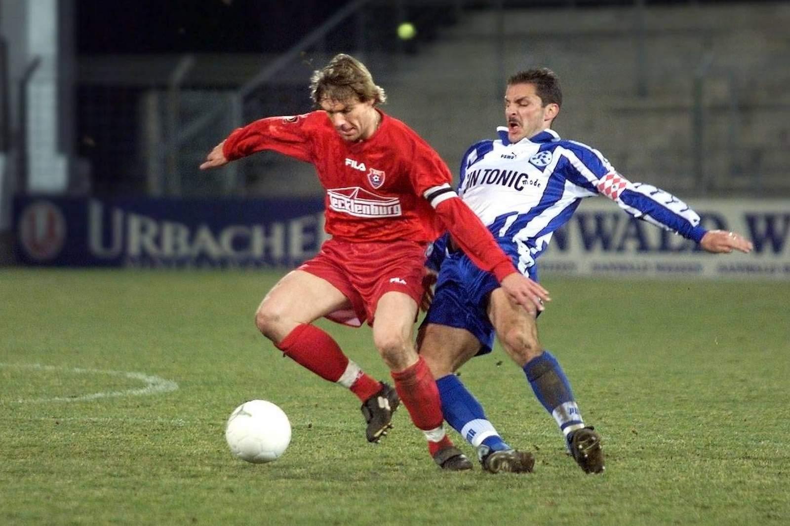 Markus von Ahlen (l.) gegen Stuttgarts Adnan Kevric.