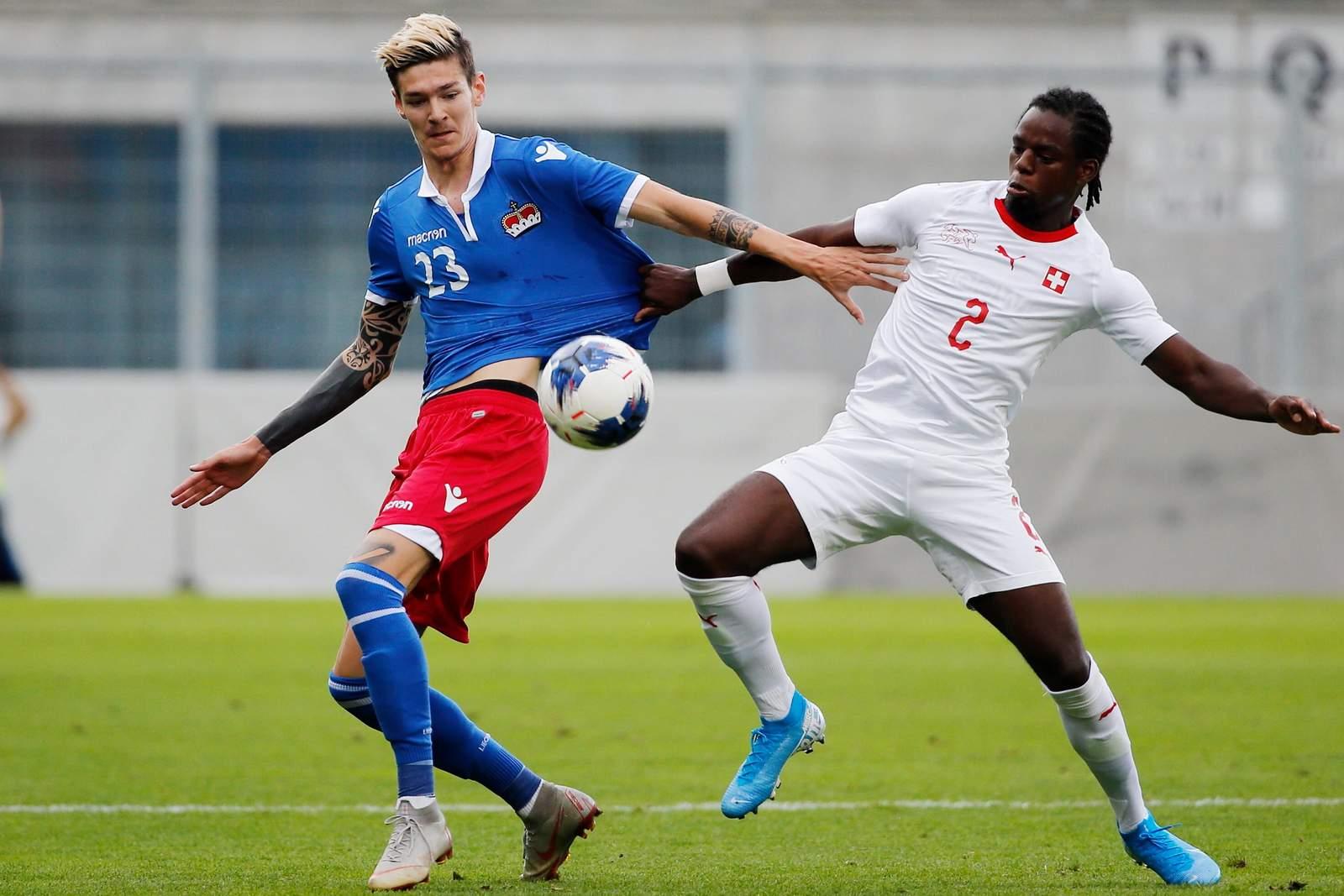 Yanik Frick von Liechtenstein gegen Jordan Lotomba von der Schweiz