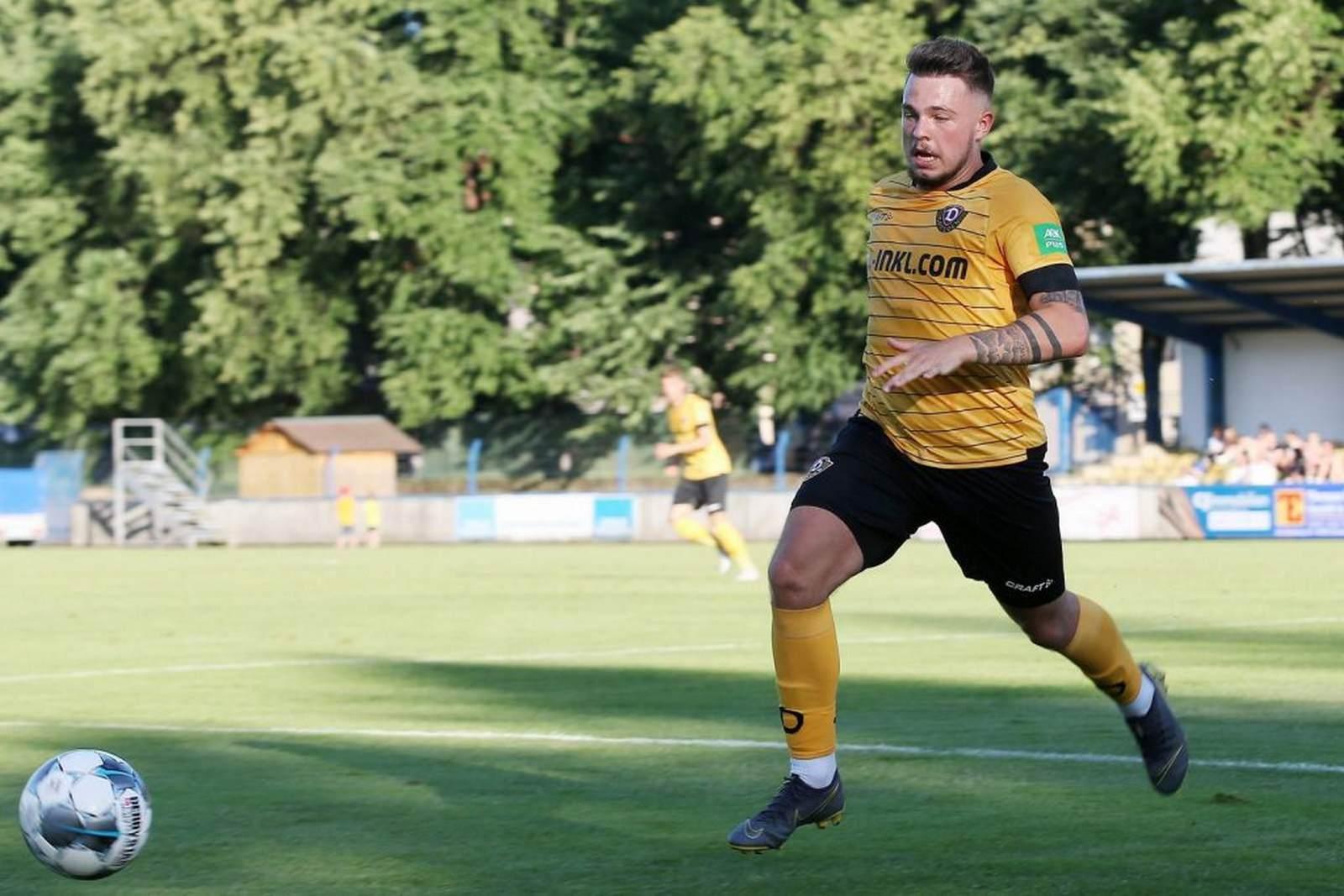 Vasil Kusej am Ball für die SG Dynamo Dresden