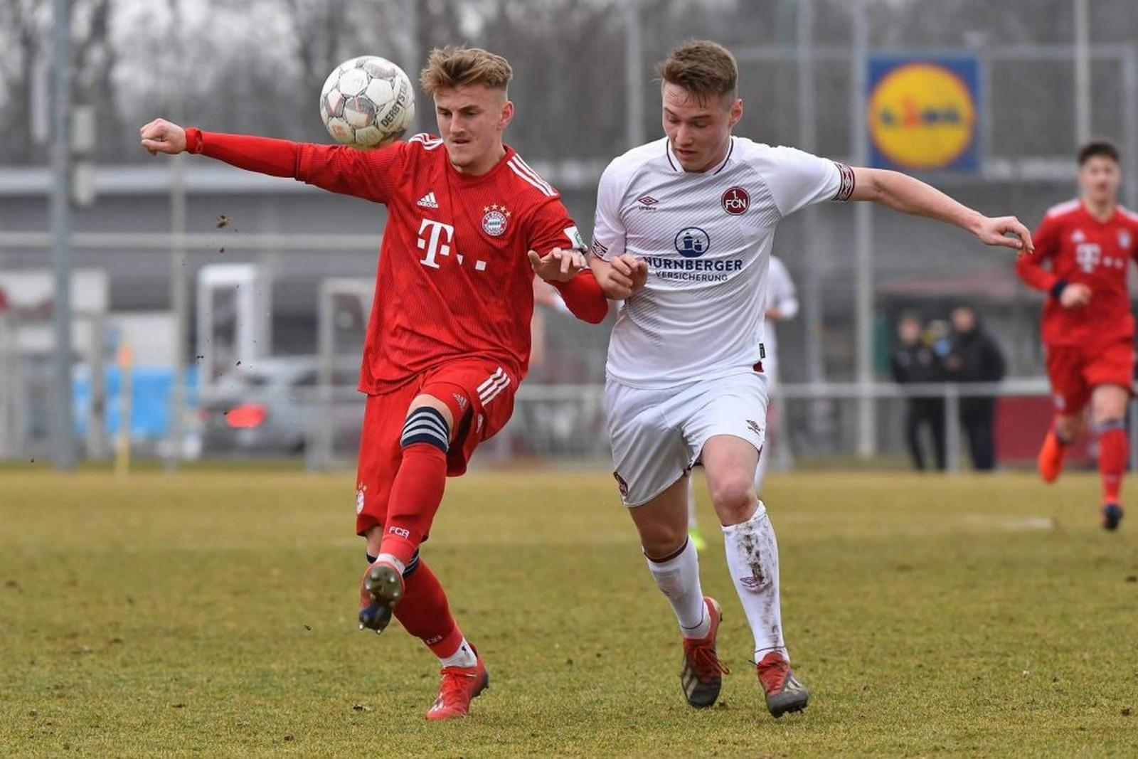 Alexander Lungwitz bei der FC Bayern U23 gegen Nürnbergs Edward Hinz