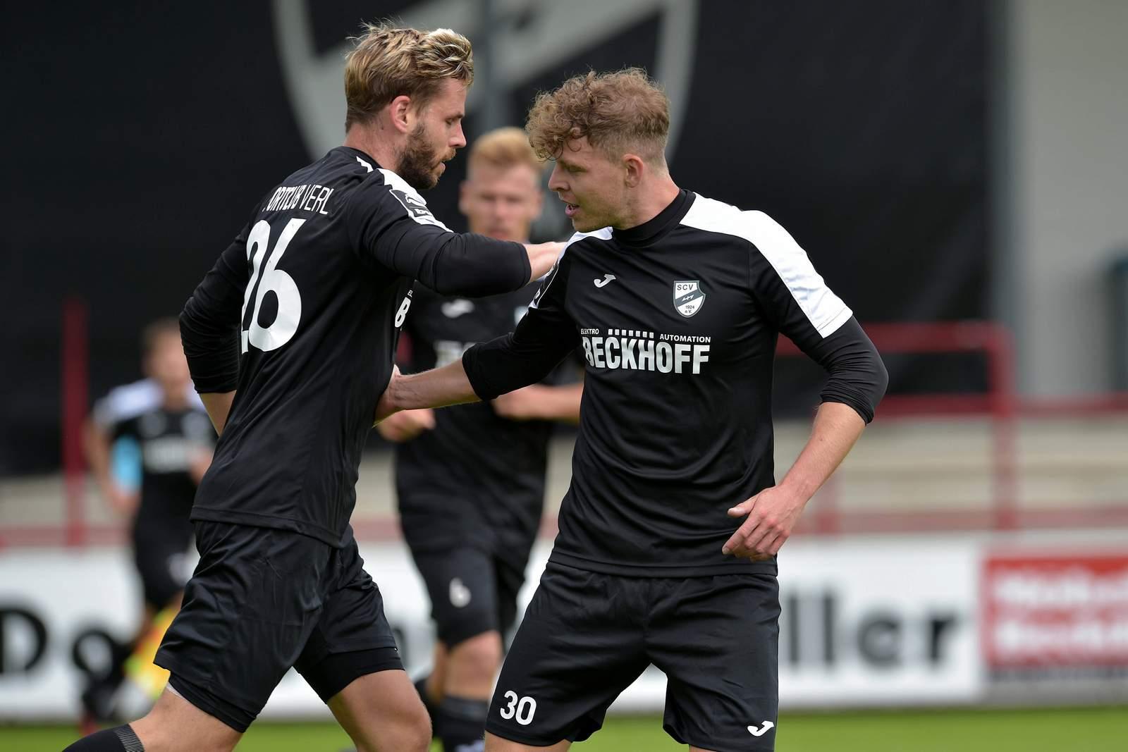 Justin Eilers (l.) jubelt mit Patrick Schikowski im Test gegen Osnabrück.