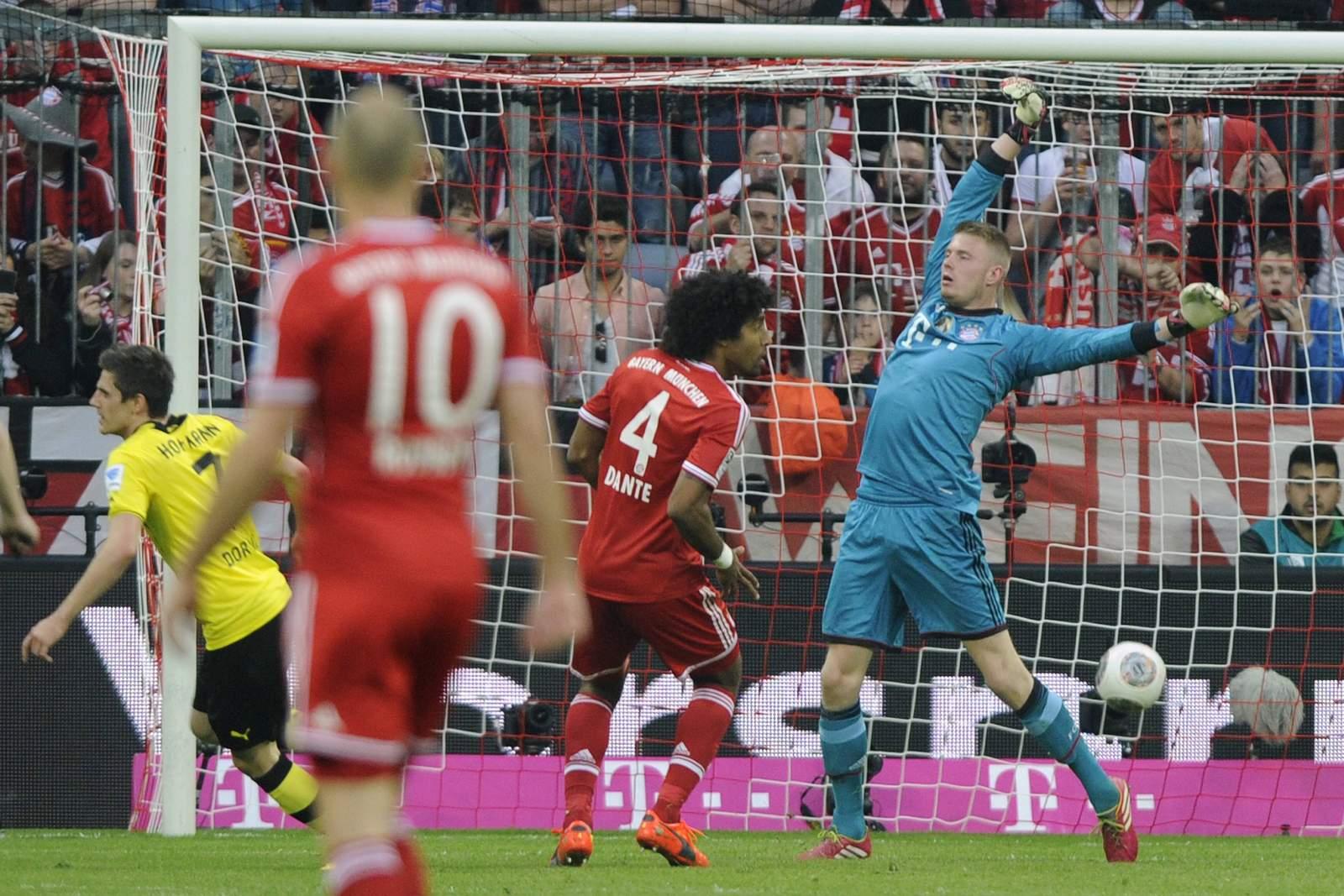 Lukas Raeder (r.) im Bundesliga-Spiel gegen den BVB.