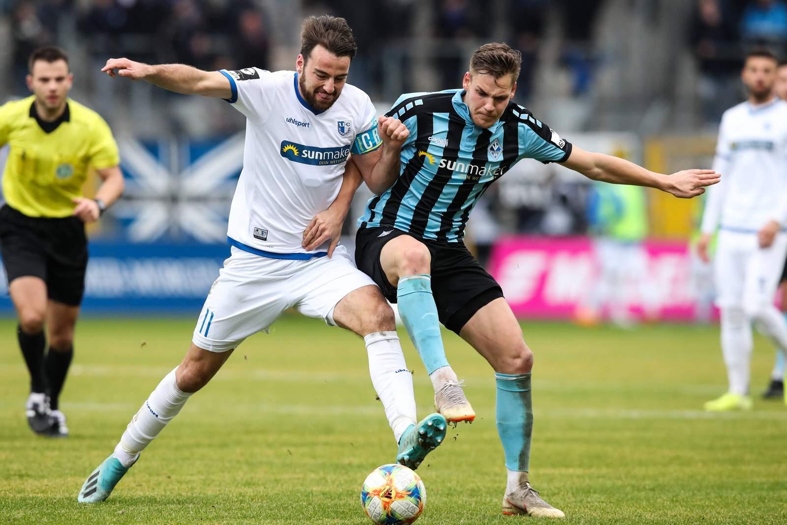 Christian Beck vom 1. FC Magdeburg gegen Max Christiansen von Waldhof Mannheim