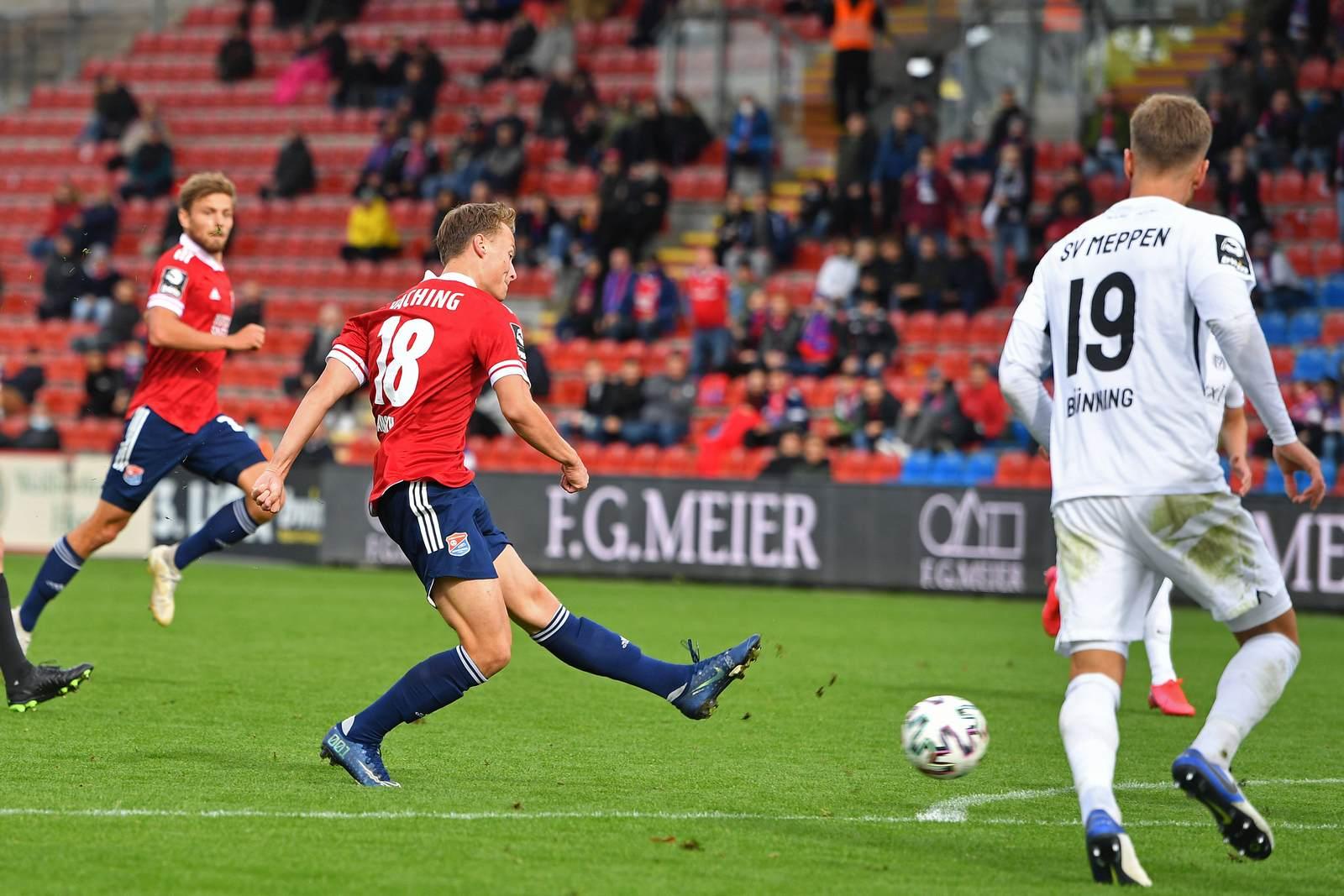 Niclas Anspach schießt das 2:1 gegen den SV Meppen