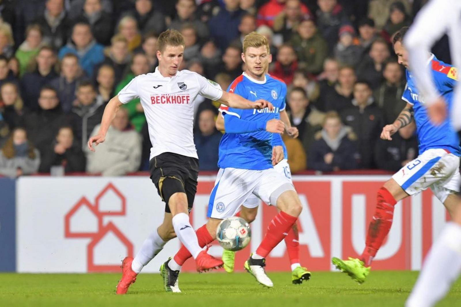 Jan Schöppner gegen Kiels Alexander Mühling.