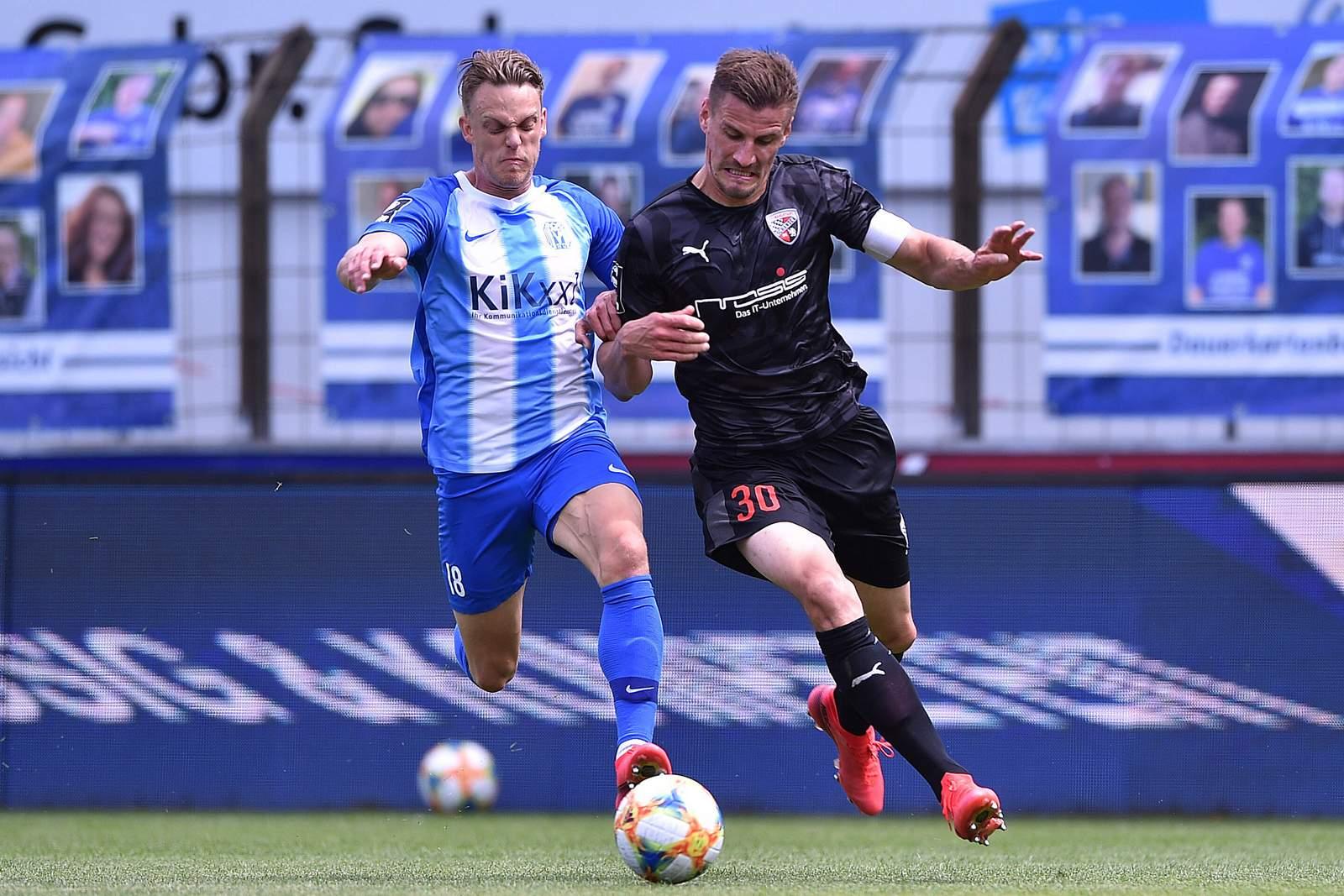 Rene Guder vom SV Meppen gegen Stefan Kutschke vom FC Ingolstadt