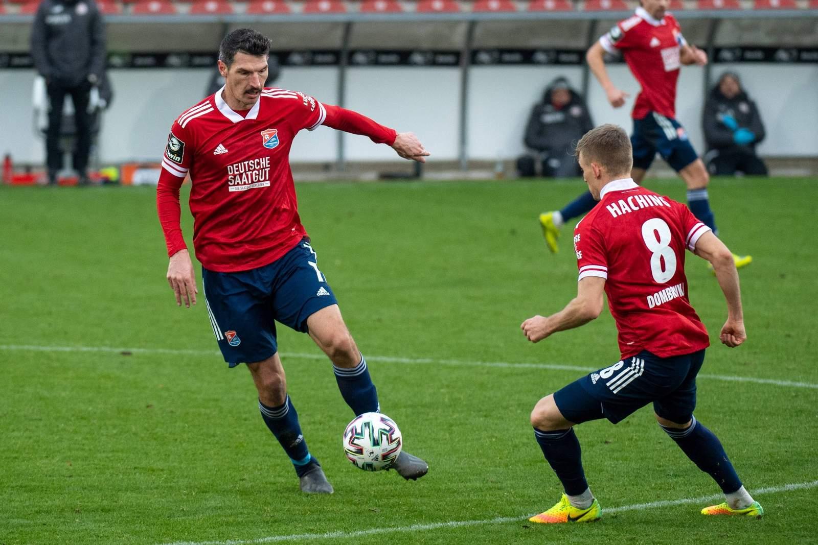 Dominik Stroh-Engel und Max Dombrowka gegen Wehen Wiesbaden.